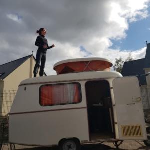 Résidence d'artiste à l'école, Douains et Grosoeuvre... Solos /caravane en préparation